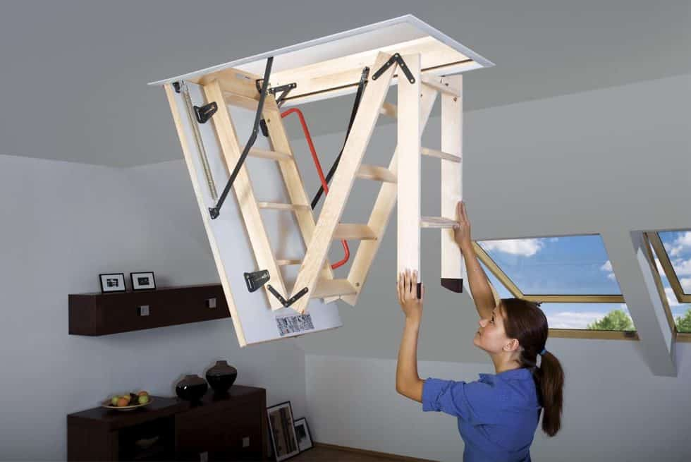 Easy unfolding wooden ladder